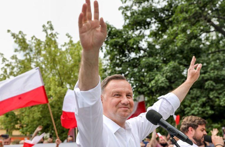 """Andrzej Duda: """"Absolutnie nie jestem zwolennikiem jakichkolwiek szczepień obowiązkowych"""". Nazajutrz: """"Stop manipulacji!"""""""