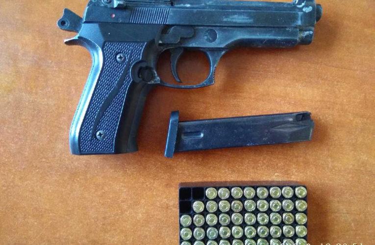 Warszawa: Bez zezwolenia posiadał broń hukową i amunicję
