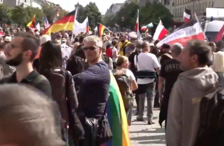 Berlin: Wielka demonstracja przeciwko restrykcjom związanym z pandemią koronawirusa