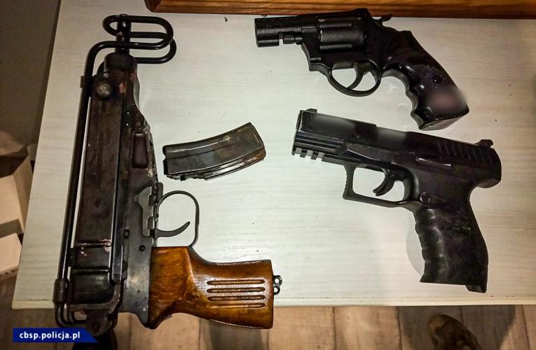 Akcja CBŚP. Zlikwidowane agencje towarzyskie, znaleziona broń i narkotyki. Zatrzymano kilka osób