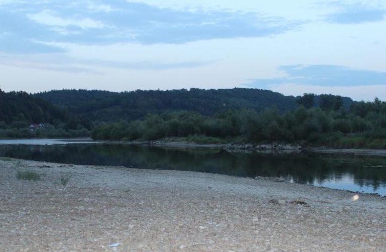 Tragedia nad Dunajcem. W rzece utopił się 42-letni mężczyzna