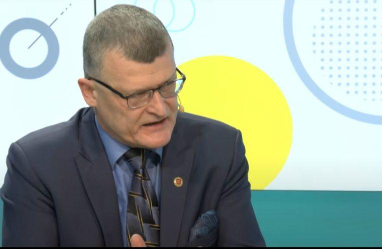 """Dr Paweł Grzesiowski ostrzega: """"Zbyt długo noszone maseczki stanowią poważne zagrożenie dla zdrowia"""""""