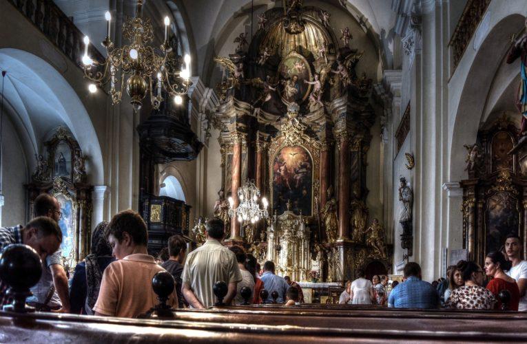 Koronawirus w Polsce. Sanepid i policja kontroluje kościoły