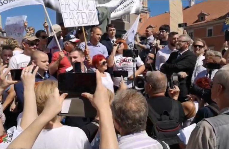 Warszawa: Trwa demonstracja przeciwko restrykcjom związanym z pandemią koronawirusa