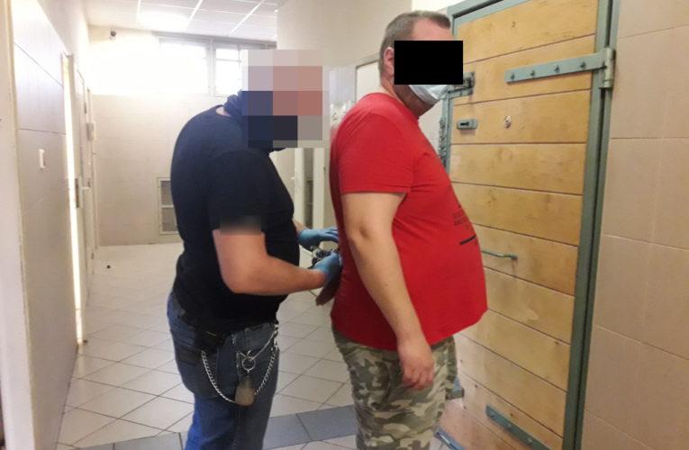 Warszawa: Bili po głowie, kopali i zadawali ciosy pałką teleskopową – sprawcy napadu aresztowani