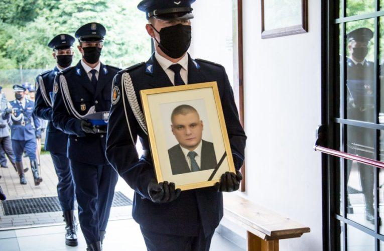 """Siedlce: Ostatnie pożegnanie st. sierż. Marcina Szpyruka. """"Śpij kolego w ciemnym grobie, niech się Polska przyśni Tobie"""""""