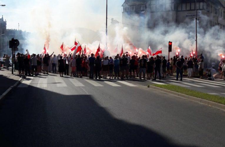 """Godzina """"W"""". Polacy oddali hołd Powstańcom Warszawskim [WIDEO]"""