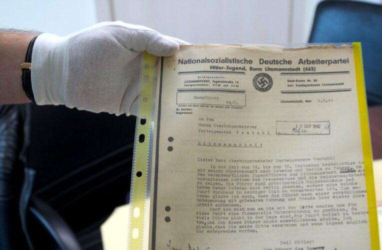 Warszawa: Dokumenty z okresu II Wojny Światowej wystawione na aukcji internetowej. Sprzedawca wycenił je na 59 tys. zł