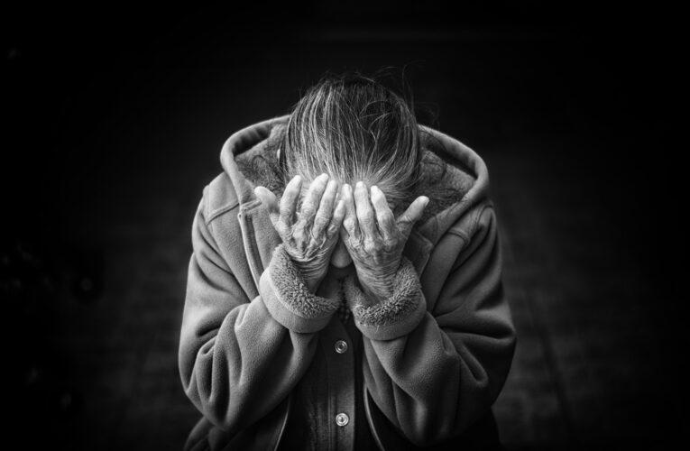 Pijany syn znęcał się nad swoją 84-letnią matką. Został zatrzymany i usłyszał zarzuty