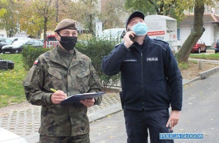Dolny Śląsk: Policjanci wspólnie z żołnierzami kontrolują osoby objęte kwarantanną