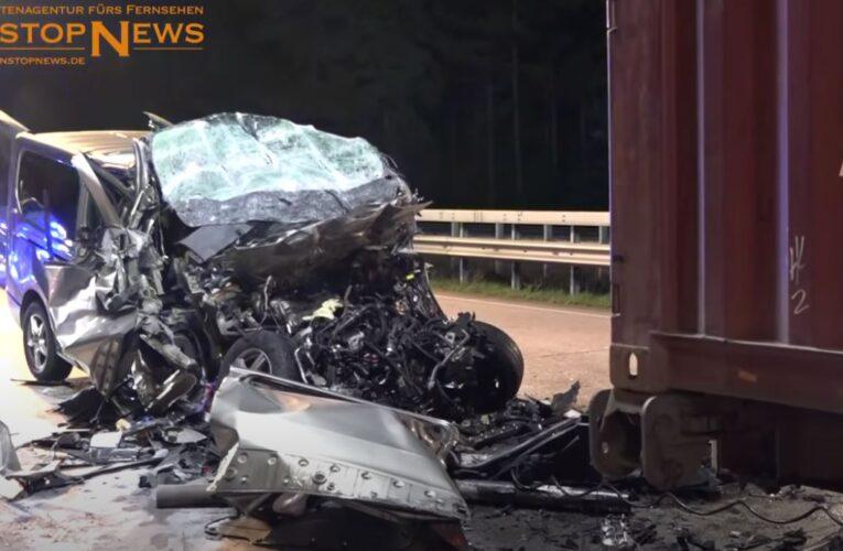 Tragiczny wypadek w Niemczech. W zderzeniu busa z ciężarówką zginęło pięcioro Polaków
