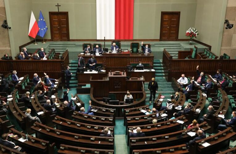 Sejm przyjął ustawę covidową. Za projektem PiS była zdecydowana większość posłów