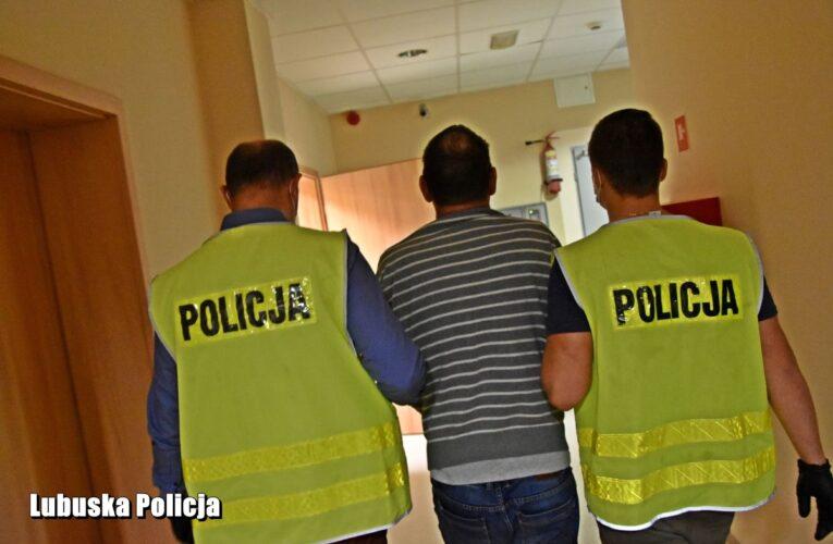Ojciec z synem brutalnie pobili interweniujących policjantów. Jeden z napastników został aresztowany. Mundurowi trafili do szpitala