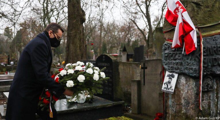 39. rocznica wprowadzenia stanu wojennego. Premier złożył hołd ofiarom wydarzeń grudnia 1981 r.