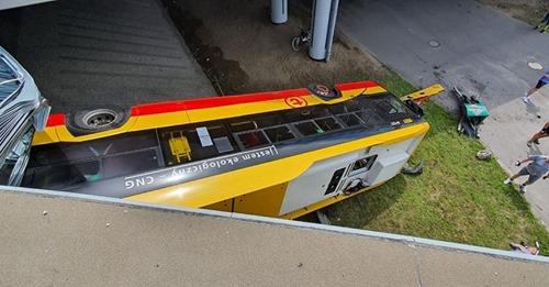 Akt oskarżenia dla kierowcy, który będąc pod wpływem narkotyków spowodował w Warszawie wypadek autobusu