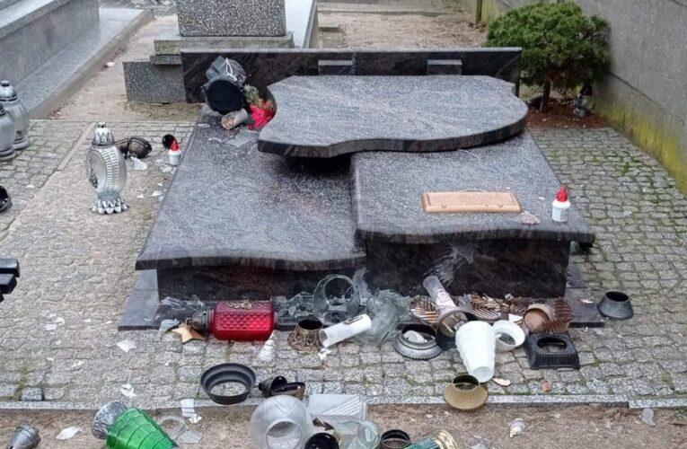 W pijackim szale niszczył groby na cmentarzu. Zatrzymał go strażnik więzienny
