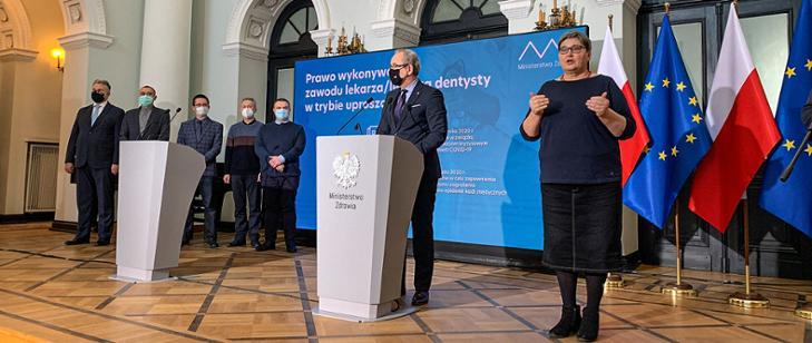 Pierwsi lekarze spoza UE otrzymali zgodę na wykonywania zawodu w Polsce w tzw. systemie uproszczonym