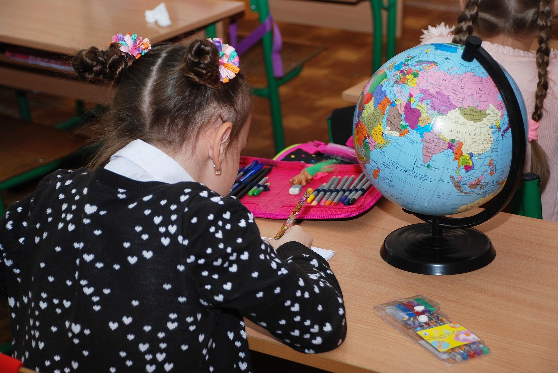 Uczniowie klas 1-3 wracają po feriach do szkół oraz wielkie testowanie nauczycieli