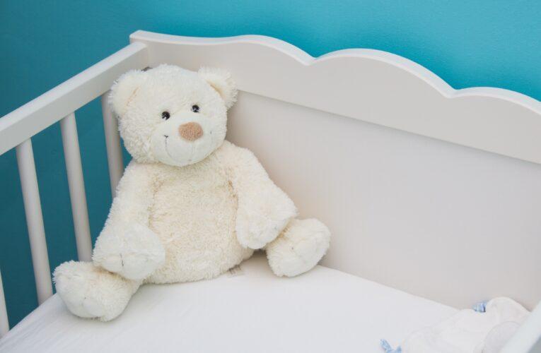 """Kłodzko: 3-letnia dziewczynka nie zmarła od polewania zimnym prysznicem. """"Została ciężko pobita"""""""