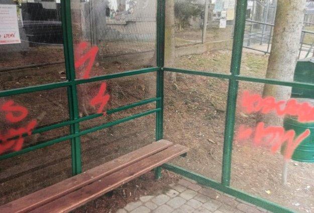 Medyka: 66-latka odpowie za zniszczenie dwóch przystanków autobusowych