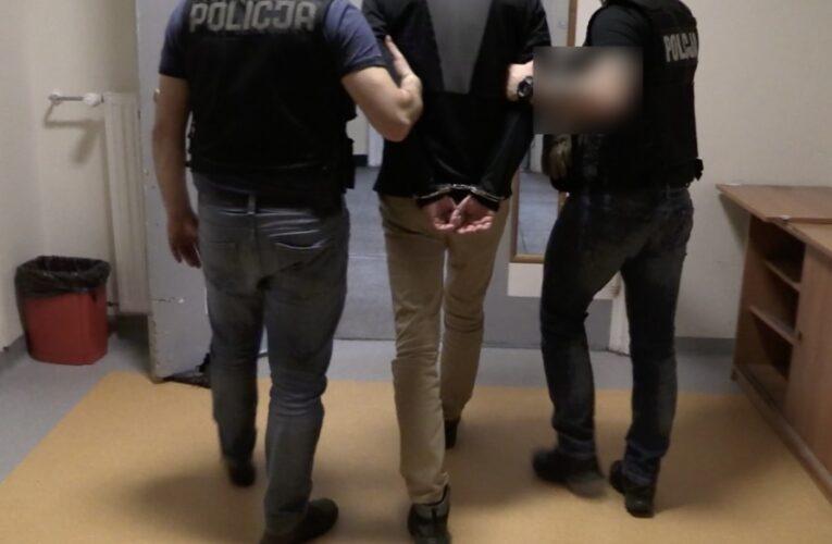 Warszawa: Zadźgał kolegę, a jego ciało zawinął w dywan i zakopał w lesie
