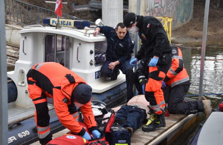Warszawa: Mężczyzna skoczył z mostu do Wisły. Na ratunek ruszył motorowodny patrol policji