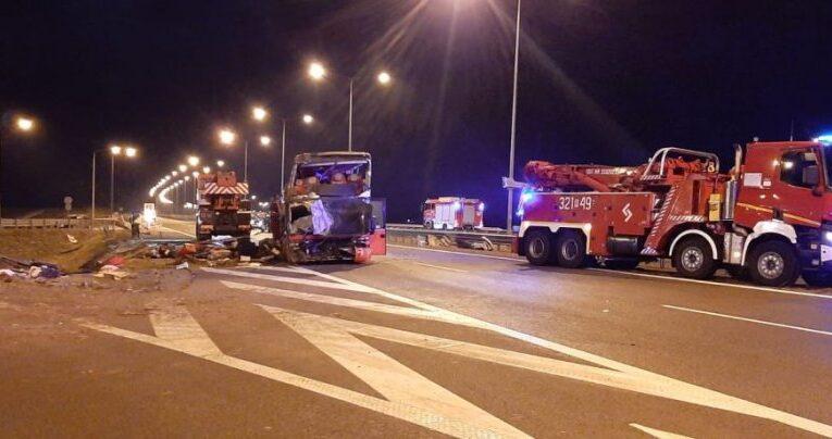 Podkarpackie: Tragiczny wypadek autokaru na autostradzie A4. Część podróżnych wróciła już na Ukrainę