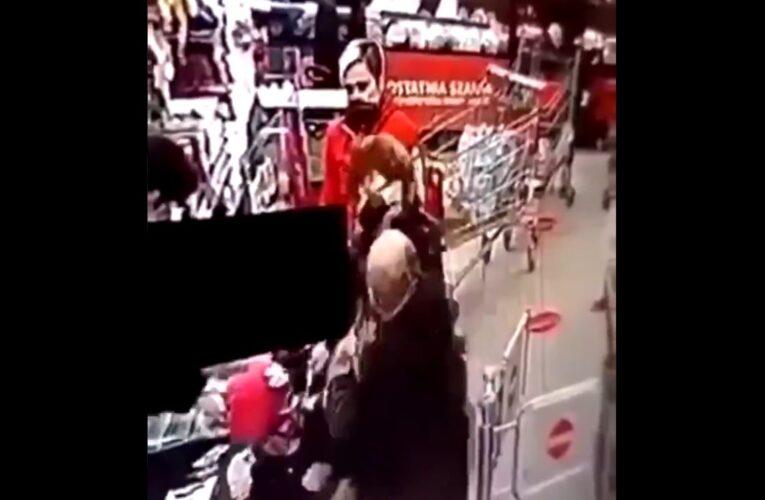 Awantura i wymiana ciosów w markecie. Uderzona kobieta upadła. Poszło o brak maseczki? [NAGRANIE W ARTYKULE]