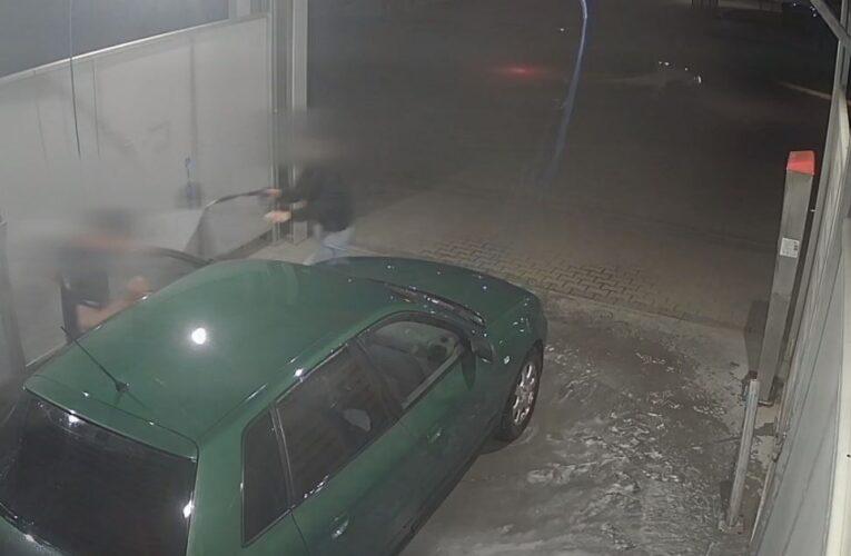 Próbowali ukraść samochód, który właśnie myła jego właścicielka [NAGRANIE W ARTYKULE]