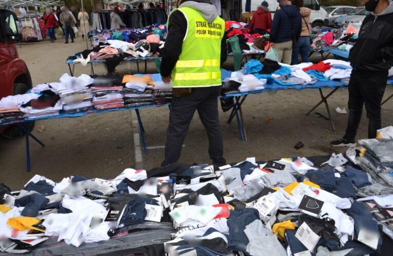 Podrabiana odzież na targowisku w Bielawie
