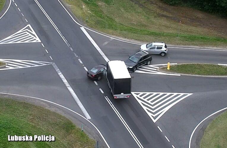 Policyjny dron zarejestrował wypadek drogowy [NAGRANIE W ARTYKULE]