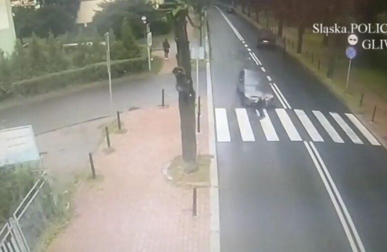 Ku przestrodze. 18-latka wtargnęła pod nadjeżdżający samochód [NAGRANIE W ARTYKULE]