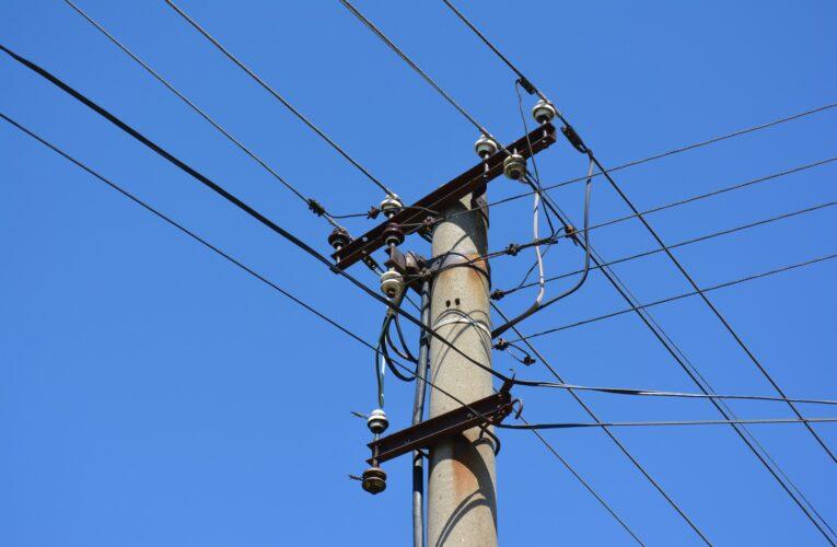 Podkarpackie: 14-letni chłopiec porażony prądem. Nastolatek wspiął się na słup energetyczny