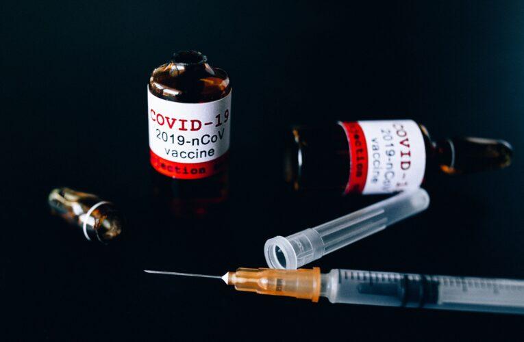 Trzecia dawka szczepionki przeciwko Covid-19 dla kolejnych grup. Rząd podał szczegóły