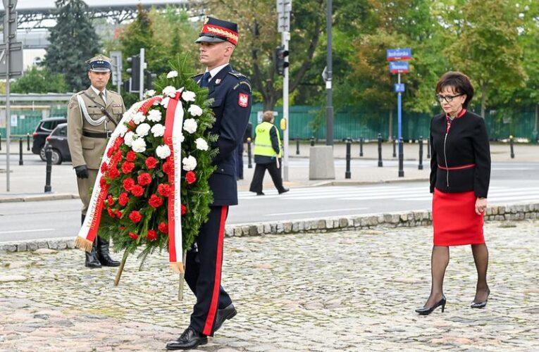 Marszałek Sejmu upamiętniła 82. rocznicę agresji sowieckiej na Polskę